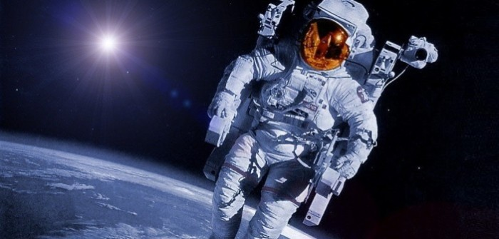 Wallpapers-Astronaut-in-Space-e13509605992421-702x336